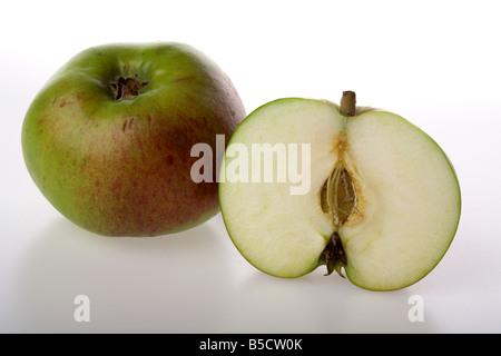 Close up de la tranche d'un ensemble de cuisson et bramley apple Banque D'Images