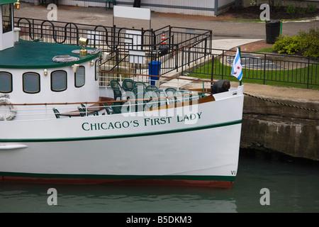 Vieux bateau d'excursion sur la rivière Chicago, Chicago, Illinois, USA, Amérique du Nord Banque D'Images