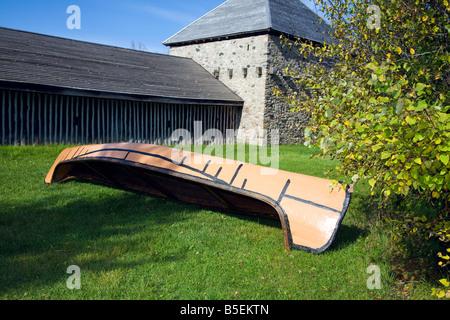 Canoe tel que celui utilisé par le début des Hurons en 1650-1700 sur l'affichage à Sainte-Marie-des-Hurons, à Midland Banque D'Images