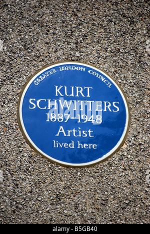 Greater London Council blue plaque marquant l'ancienne résidence de l'artiste allemand Kurt Schwitters, dans la région de Barnes, Londres, Angleterre