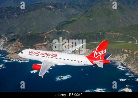 L'air de l'antenne de Virgin America air air lines Airbus A320 sur la côte Pacifique de la Californie du nord