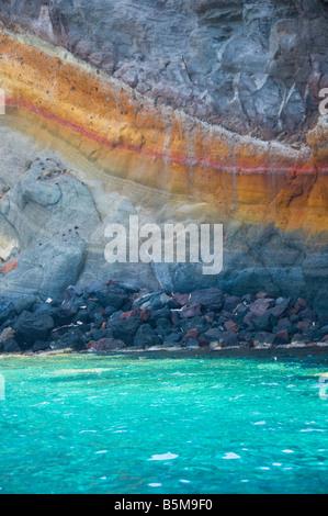 Les formations rocheuses sur la côte de l'île de Pantelleria, Sicile, Italie. Banque D'Images