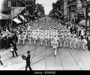 9US 191674 A1 E Parade à New York le jour de l'indépendance 1916 USA commémorations de l'Indépendance 4 juillet Banque D'Images