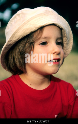 Portrait of a little girl in hat Banque D'Images