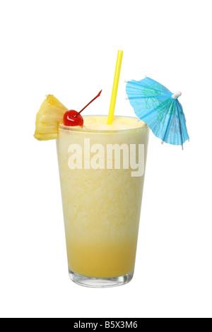 Découpe cocktail Pina Colada isolé sur fond blanc Banque D'Images
