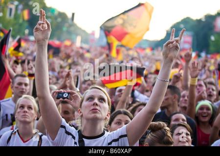 Fans de regarder le dernier match de football l'EM sur le ventilateur de Berlin Berlin, 1,6 km