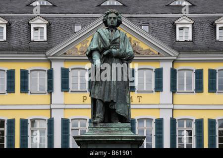 Memorial Beethoven devant le bureau de poste sur la place Muensterplatz, Bonn, Rhénanie du Nord-Westphalie Banque D'Images