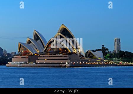 Opera House de Sydney au lever du soleil, Sydney, Australie Banque D'Images