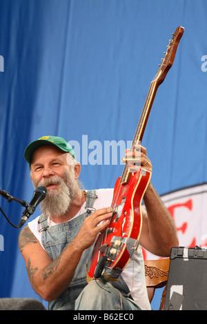 Seasick Steve chanteur auteur-compositeur américain en live à Glastonbury Festival Juin 2008 Banque D'Images