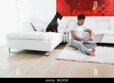 Mid adult man using a laptop Banque D'Images