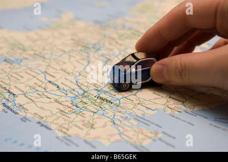 Petite voiture sur le site UK Banque D'Images