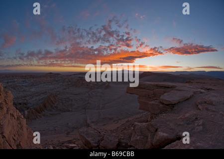 Coucher de soleil sur la vallée de la Lune (vallée de la lune), Atacama, Chili Banque D'Images