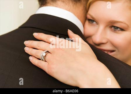 Une épouse épouse son mari Banque D'Images