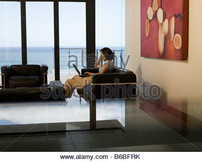 Portrait of woman on couch Banque D'Images
