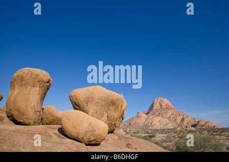 La Namibie Afrique Usakos matin soleil Spitzkoppe Mountain dans le désert de Namib Banque D'Images