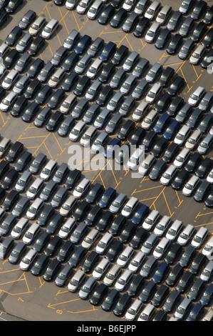 Vue aérienne de la prestation parking pour nouveau Zafira véhicules à l'usine Opel de Bochum,, Ruhr, Rhénanie du Banque D'Images