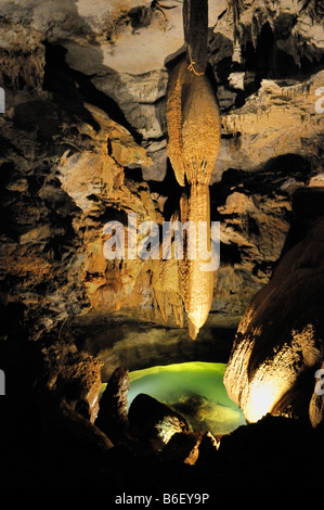 Stalactite géante dans Cumberland Caverns, McMinnville Oregon Banque D'Images
