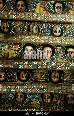 Le Christianisme Orthodoxe éthiopien, plafond peint avec des visages et des ailes des anges dans l'église de la Banque D'Images