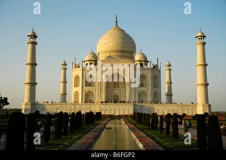 Taj Mahal, l'affichage classique au coucher du soleil, Agra, Uttar Pradesh, Inde, Asie Banque D'Images