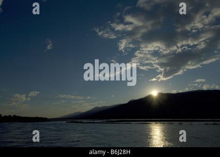 Le soleil se couche sur l'escarpement du Zambèze Banque D'Images