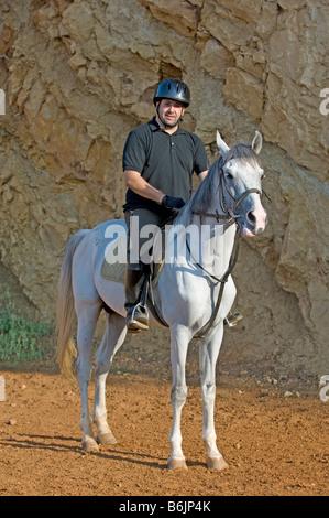 Man riding a horse Banque D'Images
