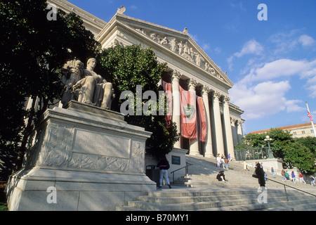 USA Washington DC L'édifice des Archives nationales des États-Unis d'Amérique où la déclaration d'indépendance et de la Déclaration des droits sont conservés