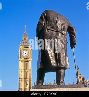 Statue de Winston Churchil EN PLACE DU PARLEMENT face à Big Ben et les chambres du Parlement London UK KATHY DEWITT Banque D'Images