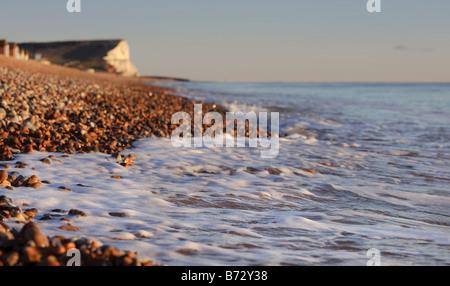 La plage de Seaford avec dans l'East Sussex Seaford Head au loin. Photo par Jim Holden.