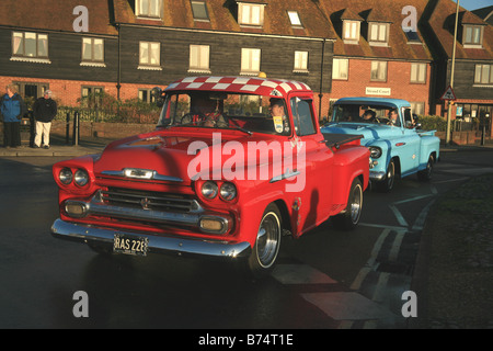 la conduite d 39 un amateur de vintage bleu ford 3000 tracteur pendant une ayrshire vintage le. Black Bedroom Furniture Sets. Home Design Ideas