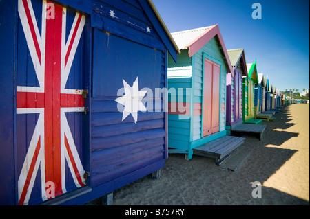 Magnifiquement conçu les boîtes de baignade la ligne Dendy Street Beach à Melbourne, Australie. Banque D'Images