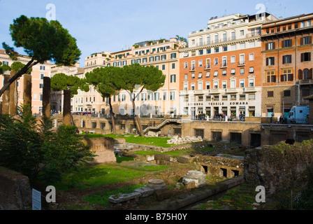 Ruines à Largo Arenula dans centre historique quartier historique de Rome Italie Europe Banque D'Images
