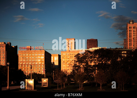 La lumière du soleil du matin se reflète sur l'HÔTEL DU CONGRÈS ET AUTRES BÂTIMENTS HISTORIQUES SUR MICHIGAN AVENUE Banque D'Images
