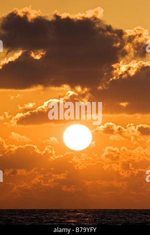 Coucher de soleil sur l'océan Banque D'Images