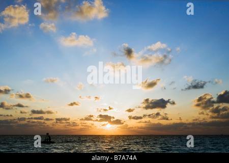 Coucher du soleil dans les Maldives Banque D'Images