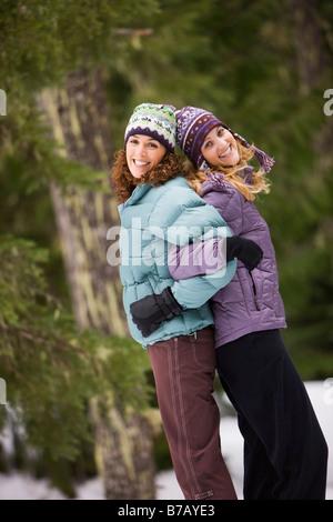 Portrait des femmes en vêtements d'hiver, le camp du gouvernement, de l'Oregon, USA