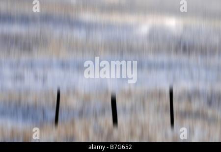 Clôture en vache neige réservoir vert (mouvement de caméra de Teesdale intentionnel) Banque D'Images