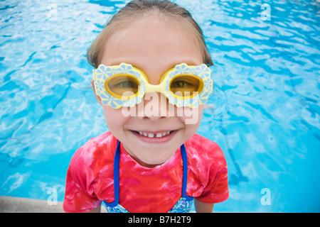 Jeune fille asiatique portant des lunettes de fantaisie Banque D'Images