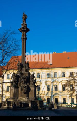 Hradcanske Namesti square dans le quartier Hradcany à Prague République Tchèque Europe Banque D'Images