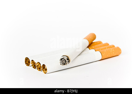 Cigarettes isolated on white Banque D'Images