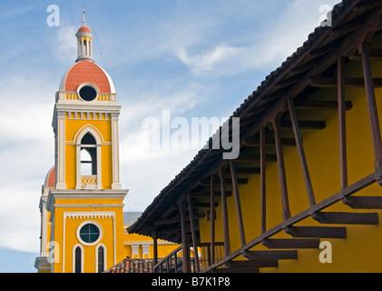 L'architecture coloniale Granada la cathédrale clocher et façade de l'hôtel La Gran Francia Banque D'Images