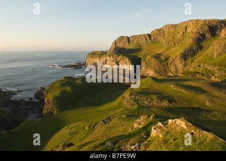 Interdiction du port et de la côte ouest de l'île de falaises, Colonsay, Argyll and Bute, Ecosse Hébrides intérieures Banque D'Images