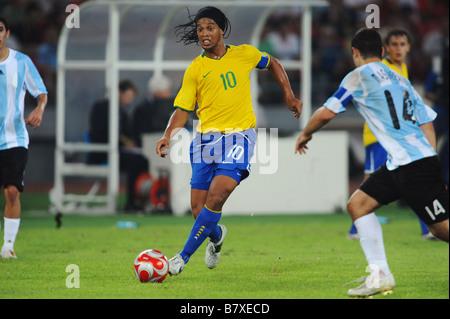 ... Soutien-gorge 19 AOÛT 2008 Ronaldinho Football Jeux Olympiques de Beijing  2008 Football match de 0ff45c0a02c5