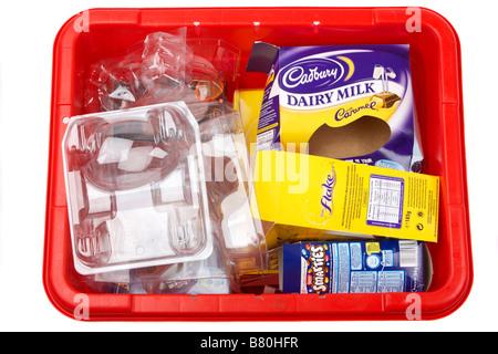 Pile de boîtes d'oeufs de pâques vide divers emballages et cartons de constructeurs britanniques placés au recyclage Banque D'Images