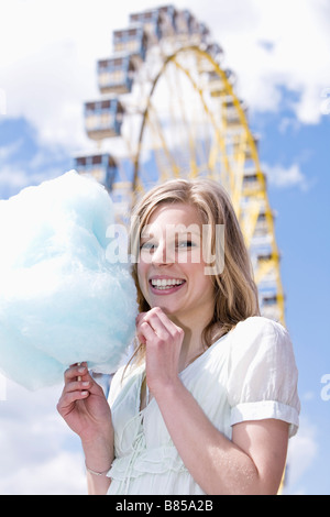 Portrait of young womon eating Cotton Candy Banque D'Images