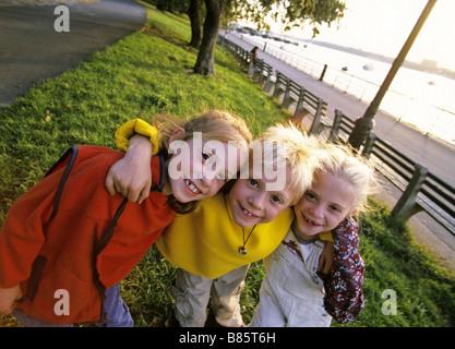 Deux filles et un garçon Banque D'Images