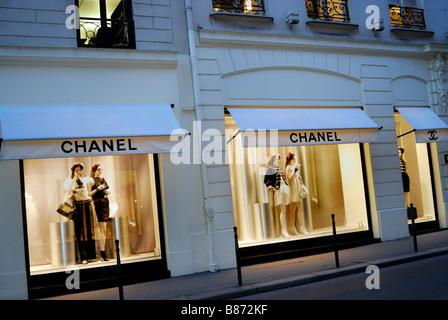 Paris France, scène de rue, des magasins de luxe, magasin de vêtements  Chanel a2c29ad2228