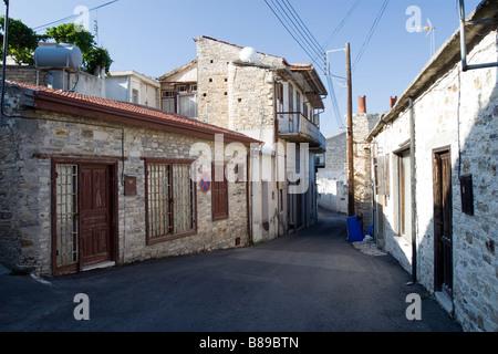 De petites routes intersection à Lefkara, sud de Chypre