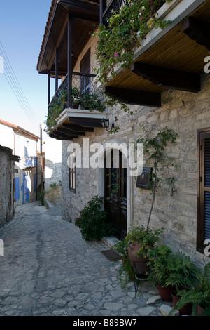 Chambre avec balcon en bois à Lefkara, sud de Chypre