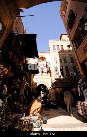 Le Caire, Égypte. Scène de marché à Khan el Khalili au Caire islamique. L'année 2009. Banque D'Images