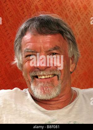 Un sourire heureux homme plus âgé Banque D'Images